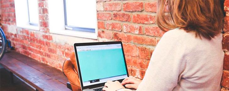 mujer-trabajdora-ordenador