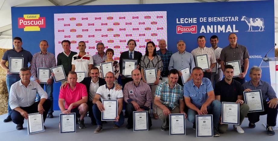 Calidad Pascual y ganaderos con los certificados